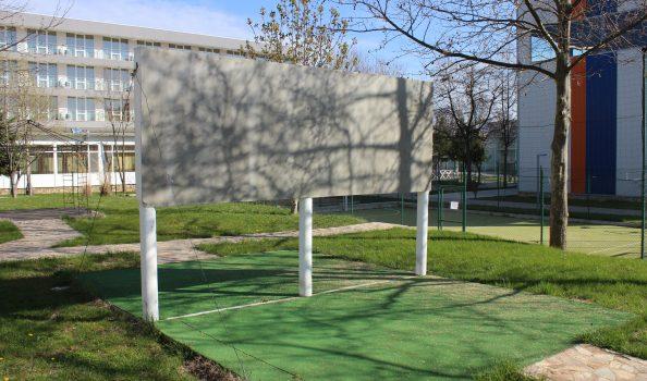 Стена за практикуване на теника на хвърляне