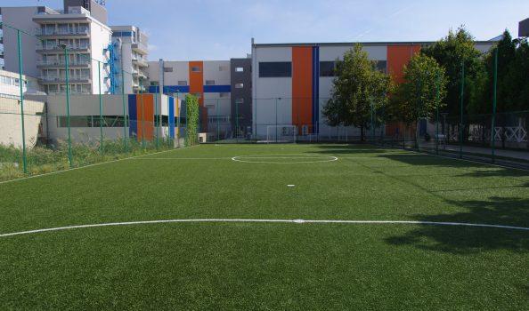 Площадка с тревно покритие (голяма)